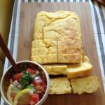 マクロビオティックレシピのコーンブレットとビーガンレシピのサルサソース