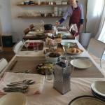 オープン棚にはこだわりの食器や道具が、、、 江口恵子セレクトの物も幾つかありますよ~ 笑