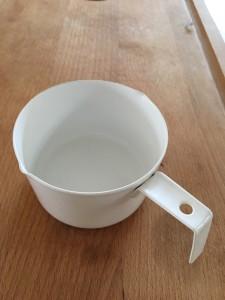 ひとめぼれして買った  ホーローのメジャーカップ