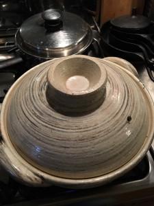 20年ほど使っている土鍋・・・20年てころは一人暮らしの頃から・・・なんでこのサイズを買ったのだろうか当時の私・・・笑